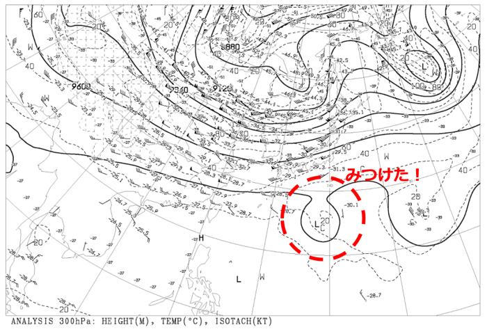 日本の南に台風のような渦巻き雲...