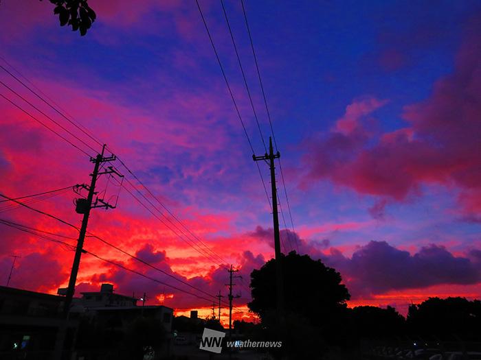 台風接近の前触れ!沖縄で怪しい夕焼け沖縄の空鮮やかな夕焼けになるメカニズム鮮やかな夕焼けは台風接近のサイン参考資料など