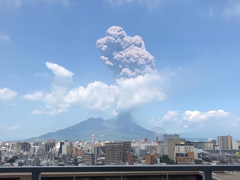 桜島噴火 鹿児島市内は降灰による視界不良等に注意 - ウェザーニュース