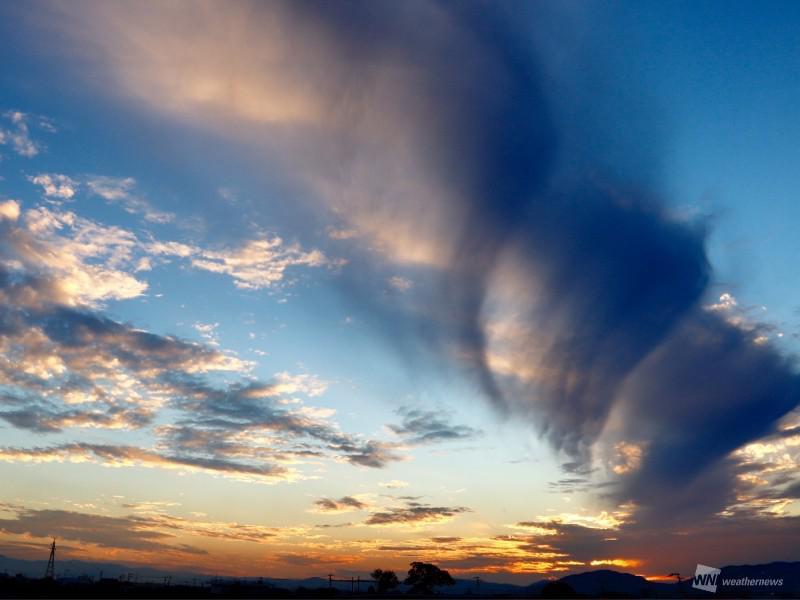 吊るし雲の一種か 佐賀などで巨...